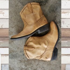 Shoes - Tan Frye leather boots. Big kid size 4, Womens 6